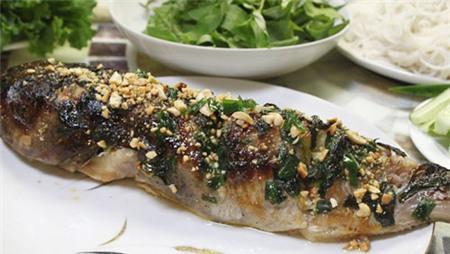 Cuối tuần bạn hãy trổ tài làm món cá nướng da giòn đãi cả nhà, cá thấm gia vị ăn kèm với bún và rau, cuốn bánh tráng chắc chắc mọi thành viên trong gia đình bạn sẽ thích đấy.