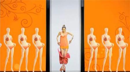 """Lâm Chí Linh bị chỉ trích vì cởi áo """"phơi"""" nội y 3"""