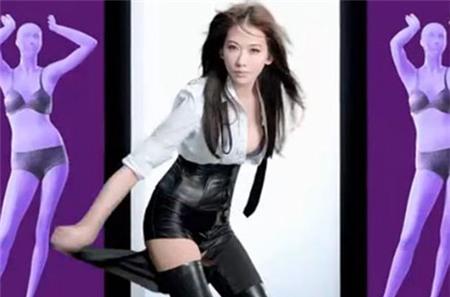 """Lâm Chí Linh bị chỉ trích vì cởi áo """"phơi"""" nội y 4"""