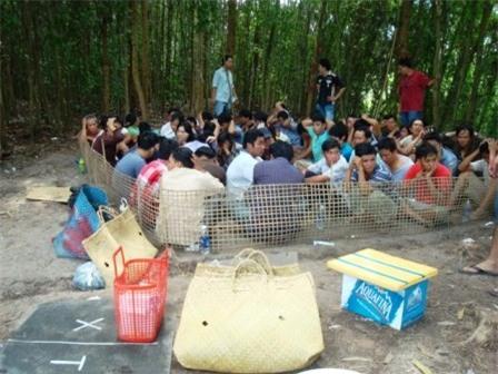 TP.HCM: Cảnh sát vượt sông, đột kích ổ bạc giữa rừng tràm