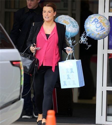 Đẻ thường nên vợ Rooney nhanh chóng xuất viện chỉ gần một ngày sau sinh.