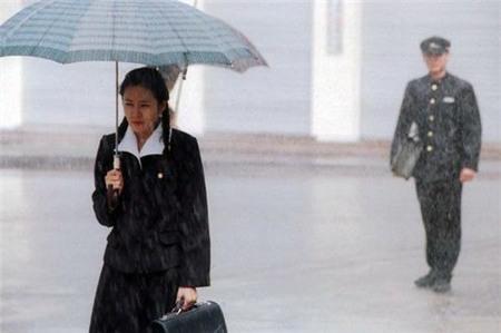 Tình yêu bùng cháy giữa trời mưa trong phim Hàn - 12