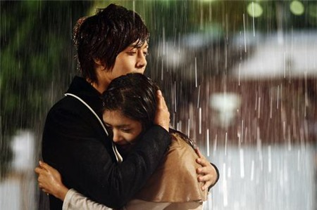 Tình yêu bùng cháy giữa trời mưa trong phim Hàn - 8