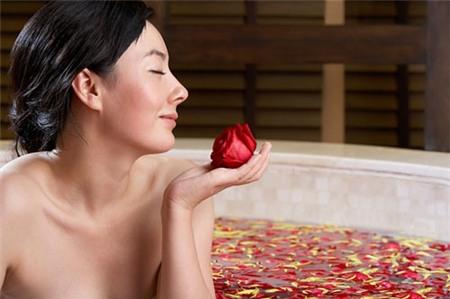 Nước hoa hồng: bạn thân của nhan sắc, Làm đẹp, nuoc hoa hong dep da, cham soc da bang nuoc hoa hong, nuoc hoa hong, da dep, toc dep, tu che nuoc hoa hong, lam dep