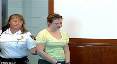 Rachelle Gendron ra tòa vì tội cưỡng hiếp nam sinh 16 tuổi