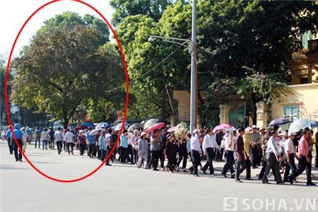 Bức ảnh chụp lúc 15h ngày 7/10, khi lễ viếng tại tư gia Đại tướng vừa bắt đầu được 30p.