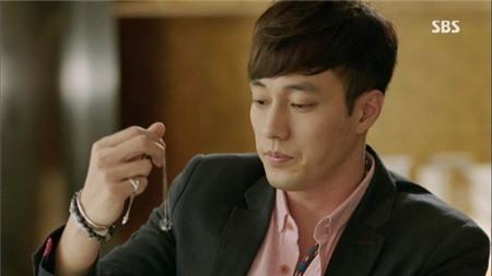 Dây chuyền - biểu tượng tình yêu của phim Hàn 2