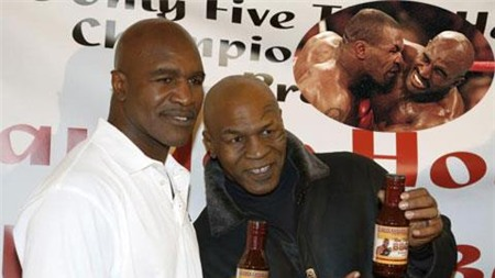 "Tyson luôn muốn ""ăn sống nuốt tươi"" Holyfield"