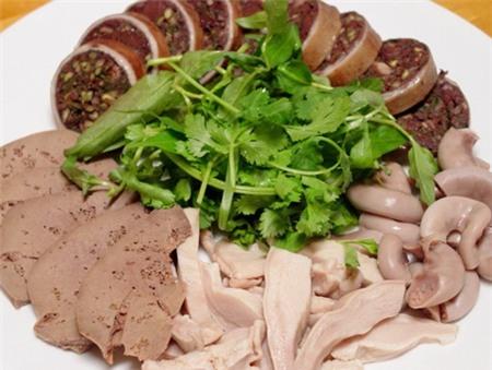 lòng lợn, lòng lợn tiết canh, lòng lợn bẩn, thực phẩm, an toàn vệ sinh thực phẩm, sức khỏe, người tiêu dùng
