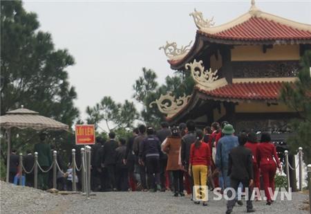 Hàng nghìn khách đã đến viếng Đại tướng trước ngày Lễ 49 ngày của Người.