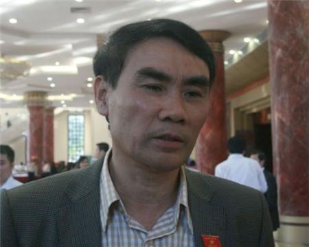 Trung tướng Trần Đình Nhã - Phó Chủ nhiệm UBQPAN trao đổi với phóng viên chiều 25/11. (Ảnh Nguyễn Dũng)