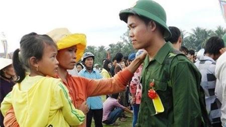 Trung tướng Trần Đình Nhã đặt vấn đề: Làm thế nào để tạo ra sự công bằng cho những người không phải bỏ xương máu với những người phải bỏ xương máu ra?. (Ảnh IT)