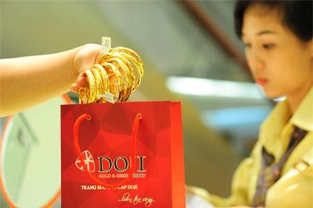 Vàng SJC cao hơn vàng thế giới 3,7 triệu đồng/lượng.