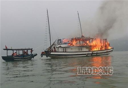 Đến trưa nay, ngọn lửa đã được dập tắt nhưng tàu QN 3736 thì bị thiệt hại nặng nề bởi bị ngọn lửa bao trùm cả tiếng đồng hồ trước khi các lực lượng cứu hộ chuyên nghiệp có mặt do vị trí cháy ở xa đất liền.