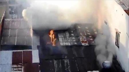 Căn nhà nơi chị Trinh cùng người thân sinh sống bị cháy lớn trong vụ việc khiến ba người bị thương.