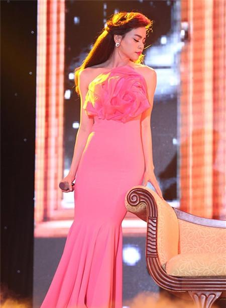 Tuyển tập váy pastel đẹp miễn chê của Hồ Ngọc Hà - 5