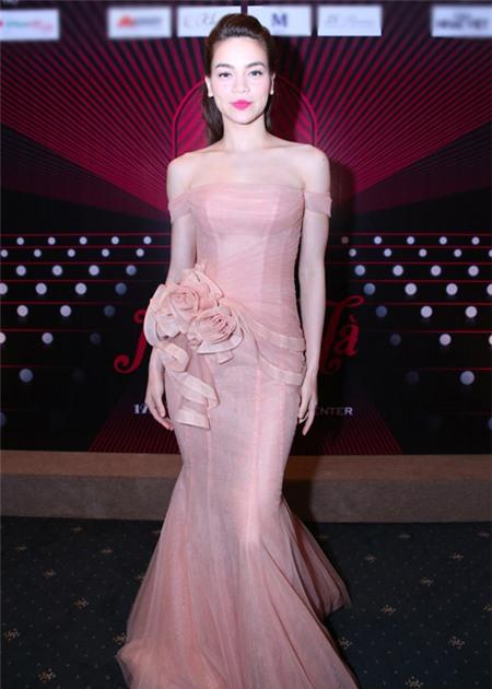 Tuyển tập váy pastel đẹp miễn chê của Hồ Ngọc Hà - 9