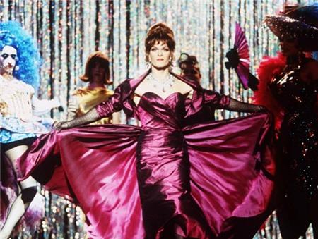 10 mỹ nam Hollywood giả gái khiến khán giả ngỡ ngàng