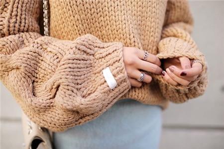 3 màu áo len cơ bản cần có trong tủ đồ mùa đông 15