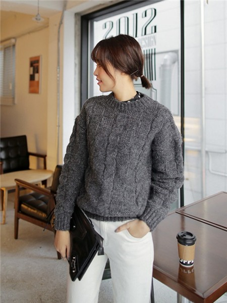 3 màu áo len cơ bản cần có trong tủ đồ mùa đông 5