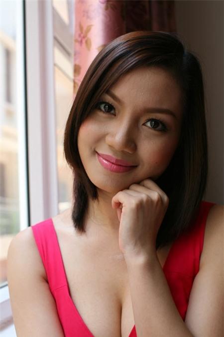 Thành danh từ Sao mai điểm hẹn 2005, Ngọc Anh được biết tới với giọng ca đầy nội lực và cuộc sống riêng tư nhiều sóng gió.