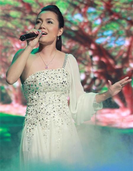 Thời gian đầu, chị xuất hiện trên sân khấu với gương mặt bầu bĩnh và thân hình có phần tròn trịa.