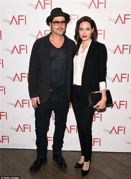 Vợ chồng Angelina Jolie - Brad Pitt trên thảm đỏ hôm 9/1.