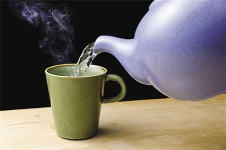 Hiệu quả giải độc cơ thể bất ngờ của nước nóng