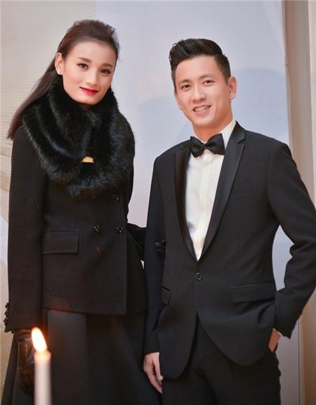 Lê Thúy và chồng điển trai xuất hiện tại Hà Nội sau đám cưới