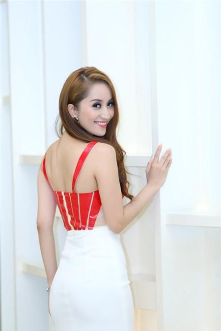 5 tấm lưng trần mướt mắt nhất showbiz Việt - 5