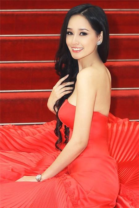 5 tấm lưng trần mướt mắt nhất showbiz Việt - 1