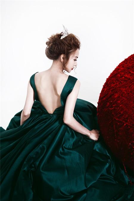 5 tấm lưng trần mướt mắt nhất showbiz Việt - 15