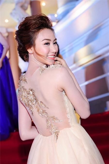 5 tấm lưng trần mướt mắt nhất showbiz Việt - 16