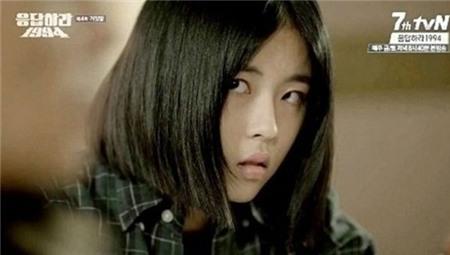 2. Yoo Jin trong Reply 1994: Yoo Jin (Min Do Hee) chuyên ăn nói cộc cằn và hành động thô lỗ. Trong suốt bộ phim, cô đối xử khá