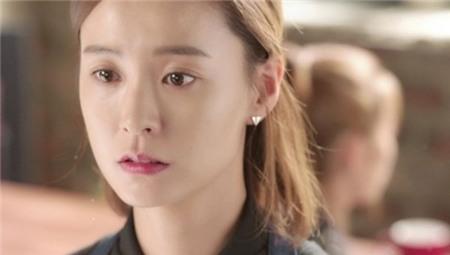 3. Yeo Reum trong Discovery of Love: Mặc dù ban đầu Yeo Reum (Jung Yu Mi) là cô bạn gái ngọt ngào của anh chàng Nam Ha Jin thế nhưng sau đó, hóa ra cô nàng lại là kẻ lừa dối và lợi dụng sự tốt bụng của bạn trai. Mặc dù không phải cố ý nhưng Yeo Reum biết cách sử dụng ưu điểm của mình cũng như khuyết điểm của đối phương để có lợi nhất cho bản thân. Tuy nhiên, nhân vật này thật may mắn khi luôn có những anh chàng đáng yêu và biết cách quan tâm vây quanh cô.