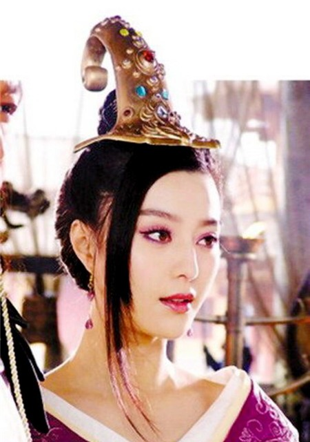 Năm 2006, trong bộ phim Bảng phong thần, Phạm Băng Băng đã dùng nhan sắc cyêu kiều của nàng Đát Kỷ mê hoặc Trụ Vương, là một trong những nguyên nhân dẫn đến sự sụp đổ của nhà Thương.