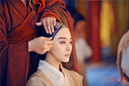 Cảnh tượng nàng Võ Mỵ Nương phải xuống tóc đi tu là một trong những màn được nhiều khán giả chờ đón trong series Võ Tắc Thiên truyền kỳ.
