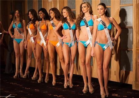 Lùm xùm khó tin tại đấu trường Hoa hậu Hoàn vũ