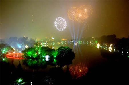 Đêm giao thừa, Hà Nội bắn pháo hoa bãi giữa sông Hồng