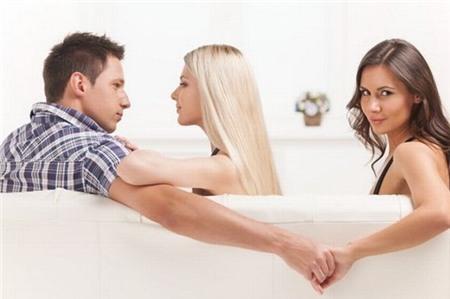 Nam giới muốn ngoại tình nhất vào tuổi 33 và 49