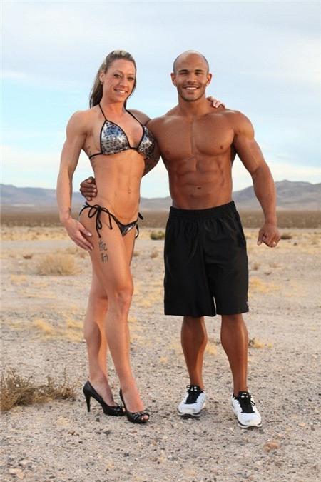 Cơ bắp đáng nể của cặp đôi tự xưng