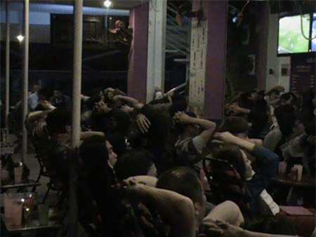 Hơn 80 nam nữ thanh niên cá độ trong quán cà phê ở Sài Gòn
