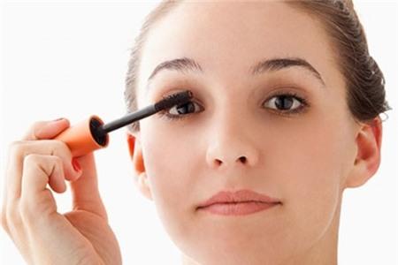 8 mẹo bỏ túi giúp chải mascara chuẩn hơn cho phái đẹp