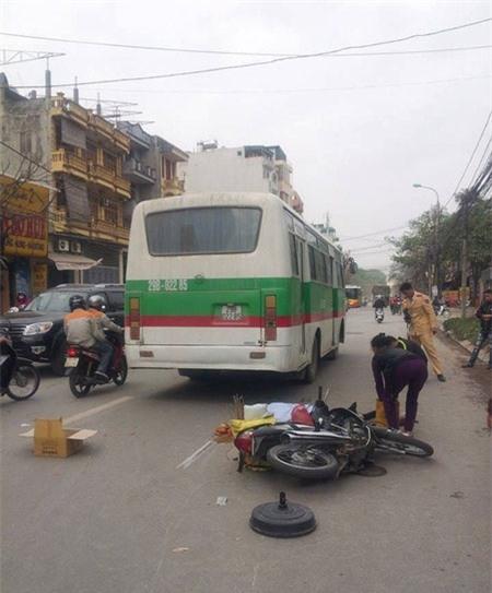 Lên Hà Nội thăm con, bị xe khách tông tử nạn