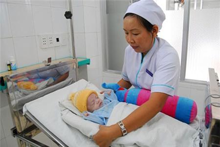 Nữ Việt kiều muốn nhận nuôi bé trai khôi ngô bị mẹ bỏ rơi