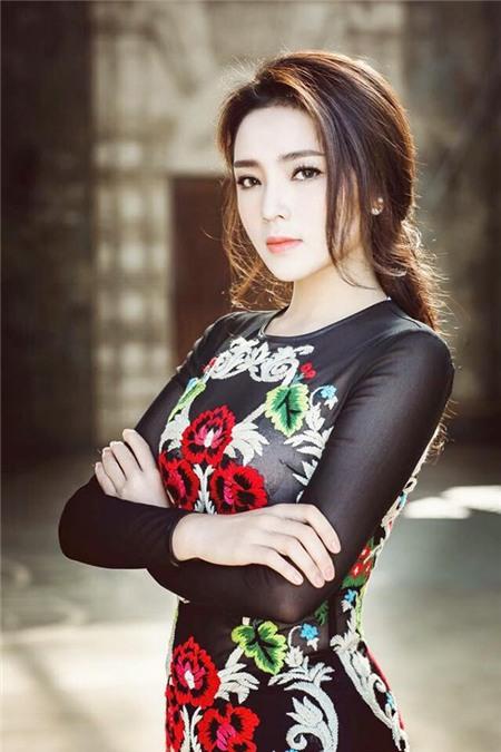 Sao Việt rạng rỡ và tươi tắn hơn với màu tóc nhuộm nâu 12