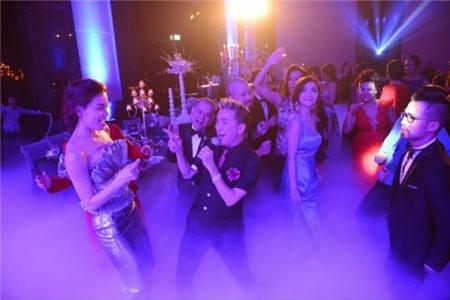 4 đại gia được nhiều sao hàng đầu showbiz Việt nể nang nhất 10