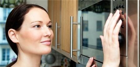 5 hiểu lầm và sự thật về sử dụng lò vi sóng trong nấu nướng 1