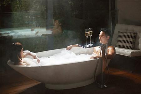 8 cảnh tắm chung gợi cảm của các cặp đôi Hoa ngữ
