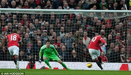 M.U 2-0 Sunderland: Rooney tỏ, Di Maria mờ